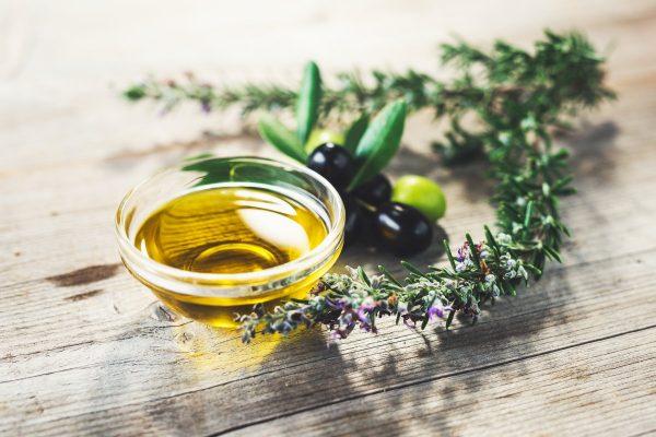 Oliwa z oliwek jako idealny dodatek do potraw